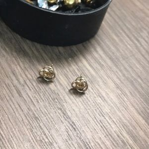 Jewelry - Beautiful earrings received from my grandmother 💖